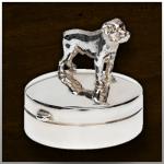 Zilveren mini urn Dog large. Er zijn meer 400 hondenrassen verkrijgbaar. Andere dieren op aanvraag./ nr. 506 S 11mm breed €255,-