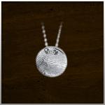 Sieraad nr. 407 SR Hamger met Gouden ketting €525,- Verkrijgbaar met Zilveren ketting €149,- Nr. 405S En in Geel goud Rose ketting €395,- Nr. 405SR